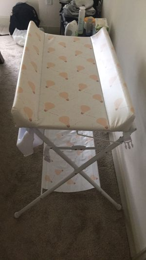 Changing table and bathtub for Sale in Houston, TX