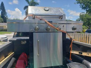 Grill of gas in good condition $80 for Sale in West Palm Beach, FL