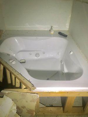Whirlpool 12 Jet Heater w/ Drain Jacuzzi Bathtub for Sale in Detroit, MI