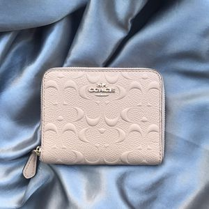NWT🌷Coach Small Zip Around Wallet F67569 for Sale in Las Vegas, NV