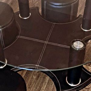 $200 Living Room Table / Pull out Stools for Sale in Atlanta, GA