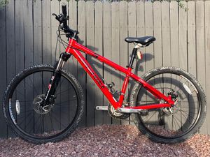 Cannondale mountain bike small frame 17 tires 26x2 excellent condition for Sale in Phoenix, AZ