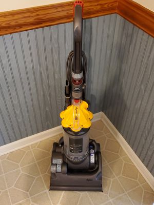 DYSON DC 33 Vacuum Cleaner Barely Used for Sale in Glassboro, NJ