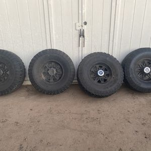 37x12.50R17 Pro Comp wheels And Tires for Sale in Salinas, CA