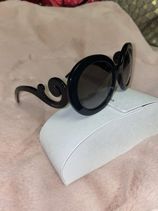 Hardly worn auth PRADA sunglasses