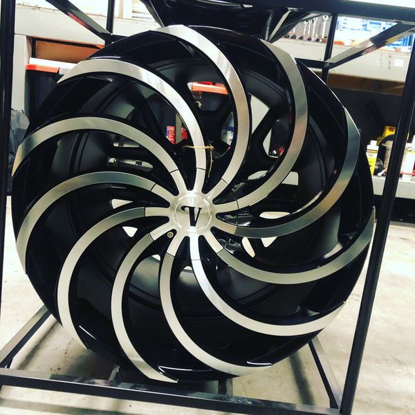 BRAND new set (4) Black and Machined 22 inch Rims fit only $900!!!