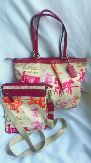 Coach pink signature horse and carriage purse set for Sale in Lynnwood, WA