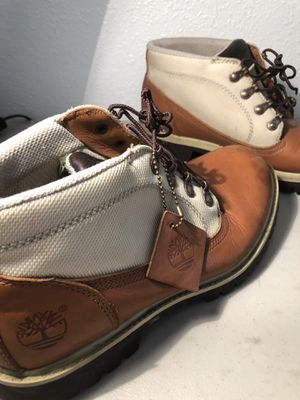 Woman's Timberlands Hiking Boots Size 8 medium for Sale in Lowellville, OH