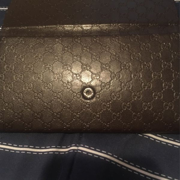Gucci Wallet Selling For Cheap