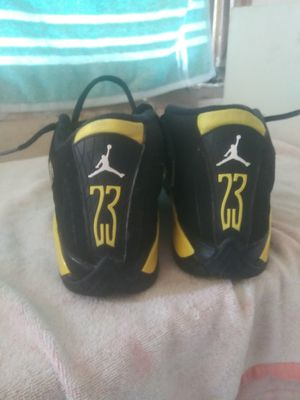 Jordan shoes boys size 4 and 1/2 excellent condition no scuffs nowhere for Sale in Dublin, OH