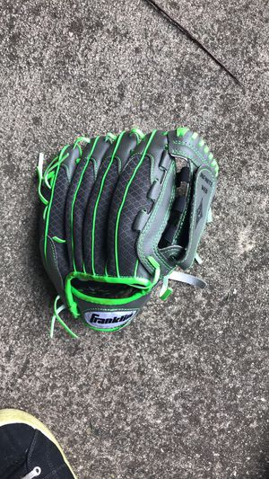 10 inch baseball softball glove for Sale in Apopka, FL