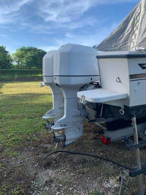 Twin 1998 Johnsons 225 outboard motors for Sale in Miami, FL