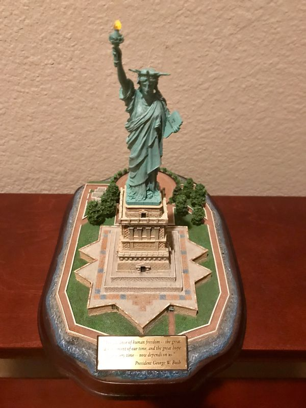 Statue of Liberty Plated Sculpture w/Lighted Torch - Make Offer