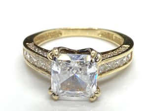14k solid yellow gold zirconia solitaire engagement ring . for Sale in San Francisco, CA