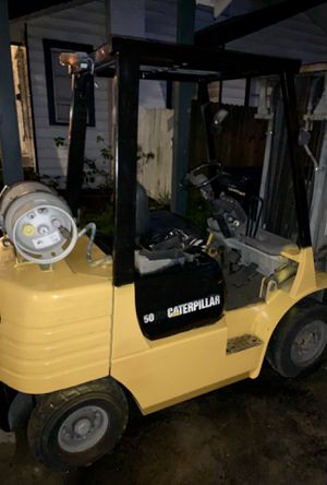 Caterpillar forklift 5000 pound lift with tilt, side to side motion, extended forks and tow adapter for Sale in Tampa, FL