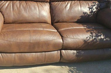 Leather Reclining Couch for Sale in Cedar Hill,  TX