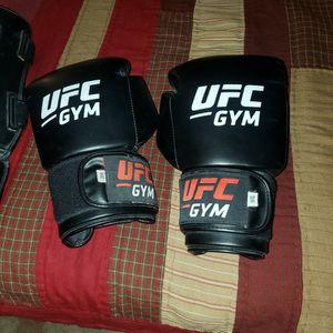 UFC GYM BOXING GLOVES BLK 16 OZ. for Sale in La Habra, CA