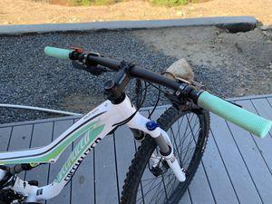 Specialized Rumor 27.5 Women's Mountain Bike for Sale in El Cajon, CA