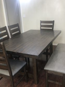 Dining Table And Chairs for Sale in Duvall,  WA