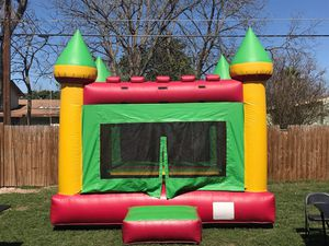Bounce house with blower for Sale in San Antonio, TX