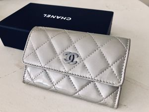Gorgeous Chanel Patent Leather Quilted Cardholder Wallet for Sale in Boston, MA