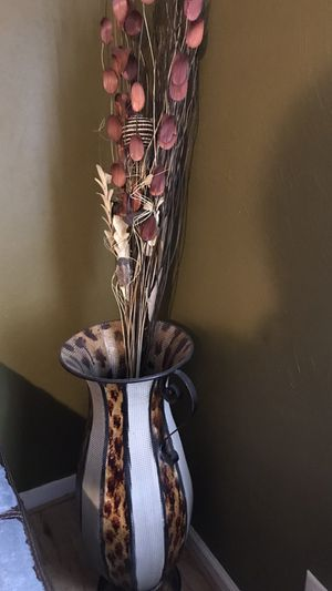 Dropping price 40 vase and flowers brand new for Sale in Virginia Beach, VA