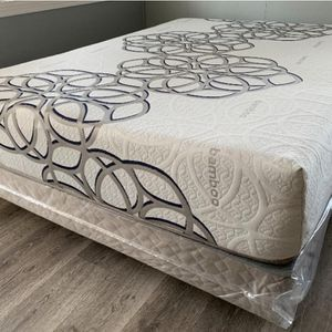 Queen Sky Bamboo col Gel Memory foam Mattress and boxspring for Sale in Fresno, CA