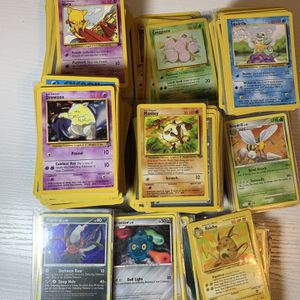 POKÉMON CARD LOT-660 Cards for Sale in Chicago, IL