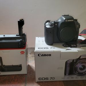 Canon EOS 7D Camera Body with BG-E7 External Extended Battery for Sale in West Bloomfield Township, MI