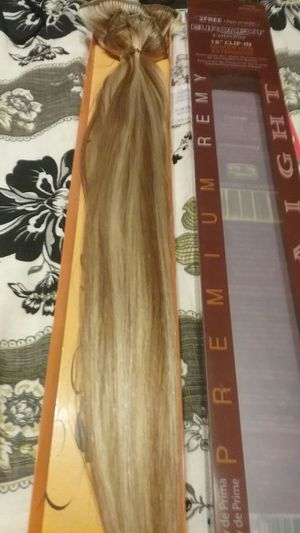 "Clip in hair extensions 18"" for Sale in Elizabeth, PA"