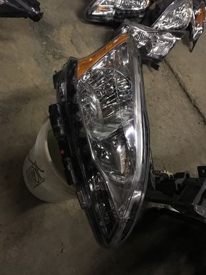 2013 to 2015 Nissan Sentra headlight passenger side for Sale in Dallas, TX