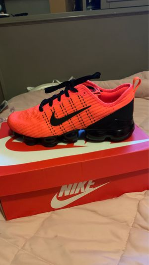 Air vapor max flyknit3 for Sale in Tampa, FL