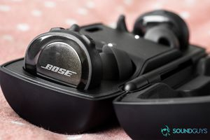 Bose SoundSport Free (wireless earbuds) with case for Sale in Cleveland, OH