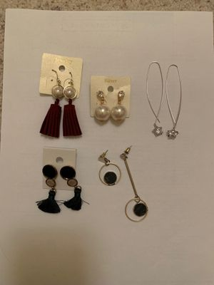 Cute earrings (free gift for purchase!!) for Sale in Dublin, CA