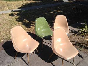 BORG WORNER 1960 vintage prefab chairs for Sale in San Bernardino, CA