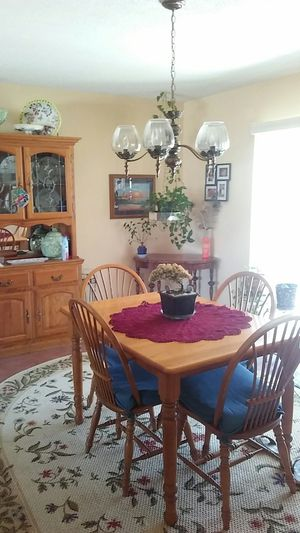 Table and hutch for Sale in Avon Park, FL
