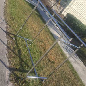 Free Clothes Rack for Sale in Lake Worth, FL
