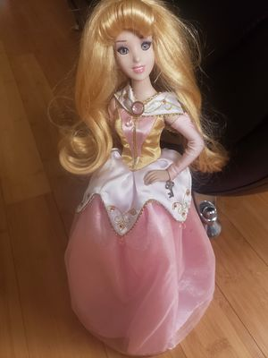 DISNEY AURORA PORCELAIN DOLL/STAND for Sale in Rosedale, MD