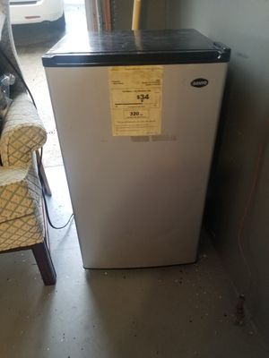 Sanyo Mini fridge with freezer for Sale in Queens, NY