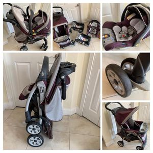 Baby Car + Car Seats(2) And baby carrier for Sale in Miami, FL