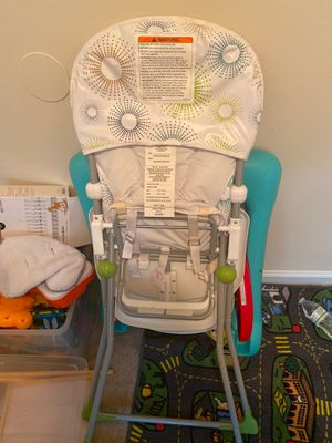 Eating high chair for babies and toddlers with foot rest. for Sale in Laurel, MD
