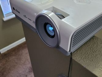 Projector With Screen for Sale in Kissimmee,  FL