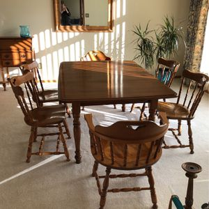 Dining Room Table With 6 Chairs Plus 2 Leaves To Extend. for Sale in Tigard, OR
