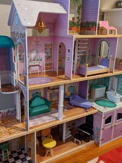 Barbie Doll House (Large) for Sale in Norwalk,  CT