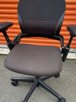 Steelcase Leap V1 Ergonomic Executive Office Desk Chair for Sale in Everett,  WA