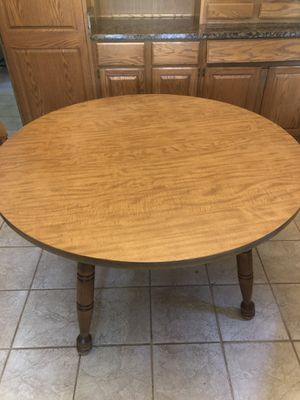 Round kitchen table for Sale in Morris, IL