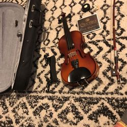 1/2 Violin With Bow And Case for Sale in North Bend,  WA