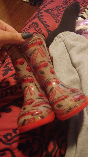 Size 5 rain boots for Sale in Austin, TX