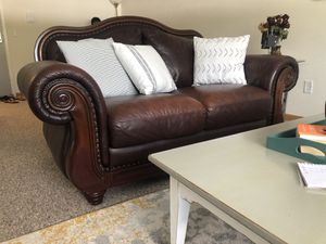 Brown leather couch for Sale in Toledo, OH