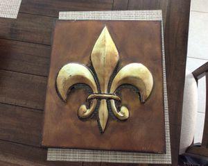 Fleur dis lis $5, Decorative box $2, Four piece dinner set $5 for Sale in Kolin, LA